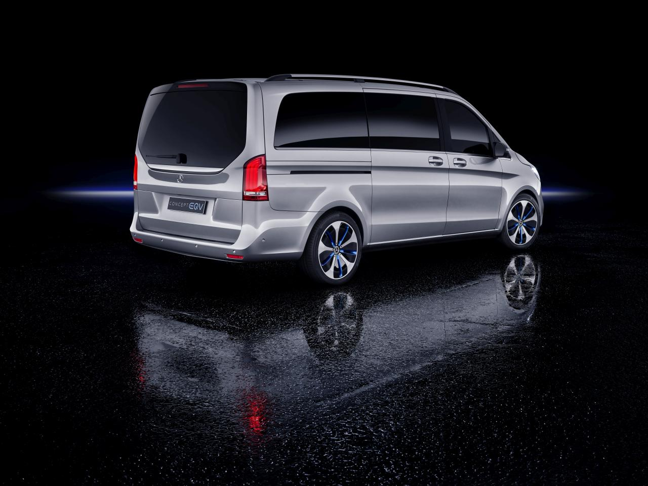 100-percent-electric premium MPV.